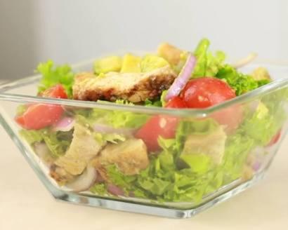ensalada cetogénica con pollo