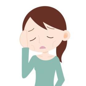 栄養不足で頬がこけている女性