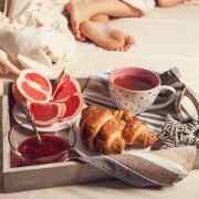 późne śniadanie wczesna kolacja