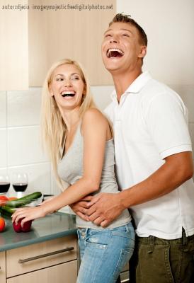 jak śmiech pomaga w odchudzaniu