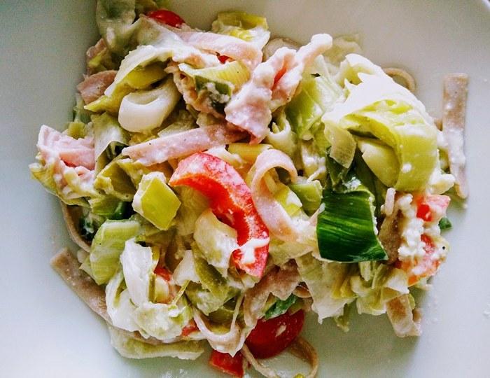 Recept: volkoren spelttagliatelle met prei, ham en ricotta