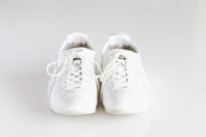 throwjogging-shoes