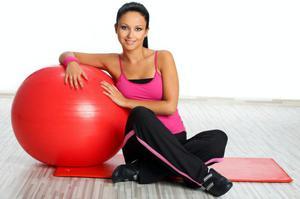 Занятия на фитболе для похудения: описание упражнений на ...
