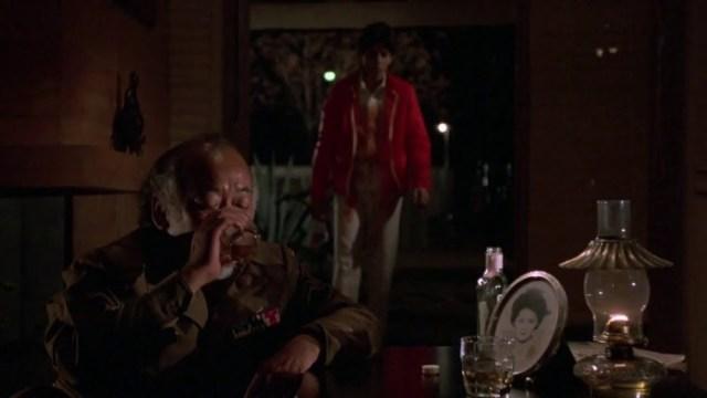 Pat Morita (Mr. Miyagi) e Ralph Macchio (Daniel La Russo) in Karate Kid - Drunk Miyagi Scene