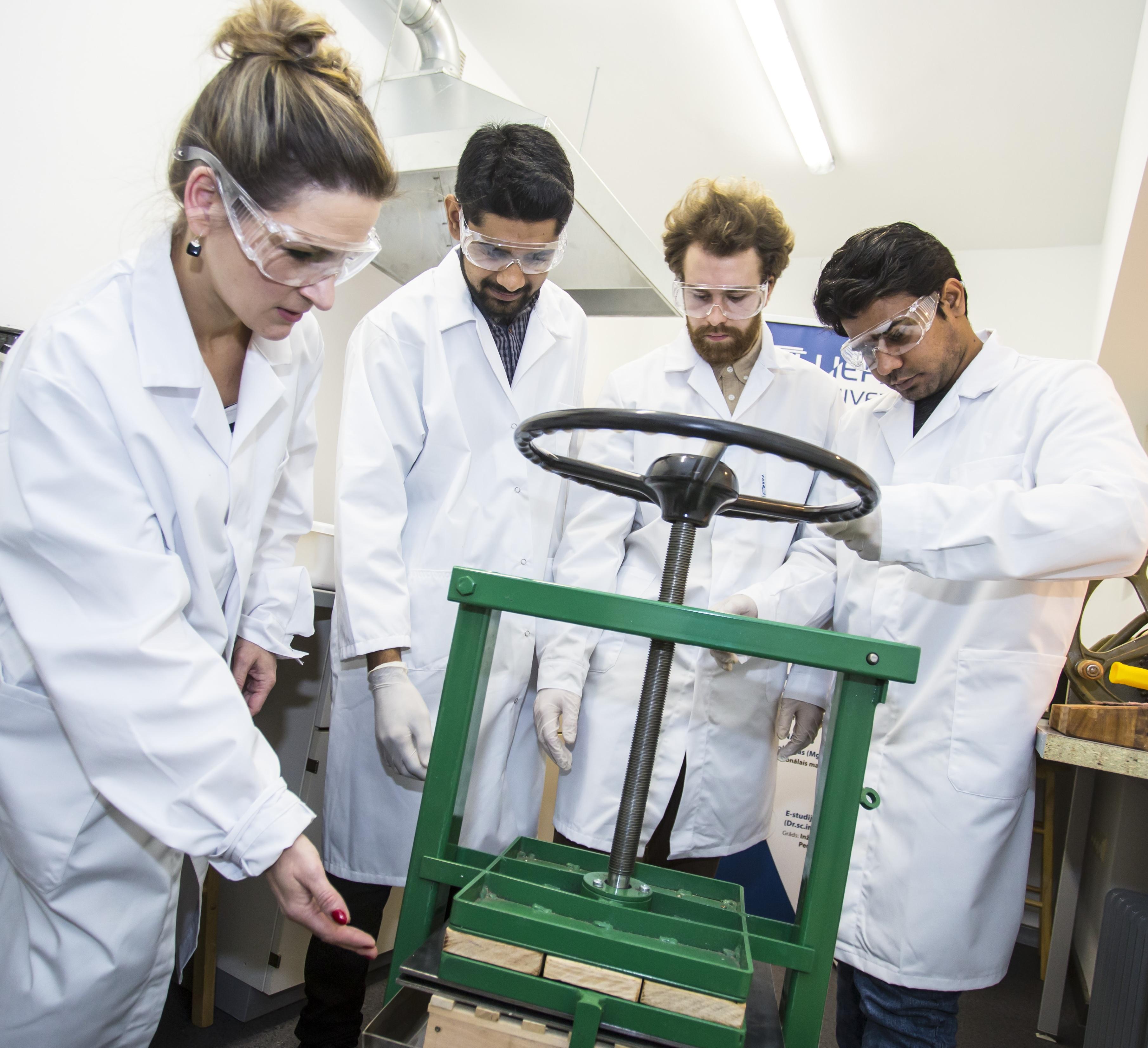 Papīra reciklēšanas laboratorija