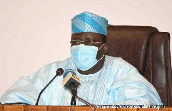Palais des Gouverneurs : Col Louis Gbèhounou Vlavonou voit son 2ème Rapport d'activité adopté en bonne marque de gouvernance parlementaire