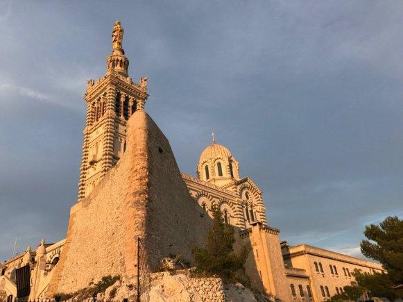 Visiter Marseille sans plonger permet d'aller admirer de beaux monument comme Saint-Victor