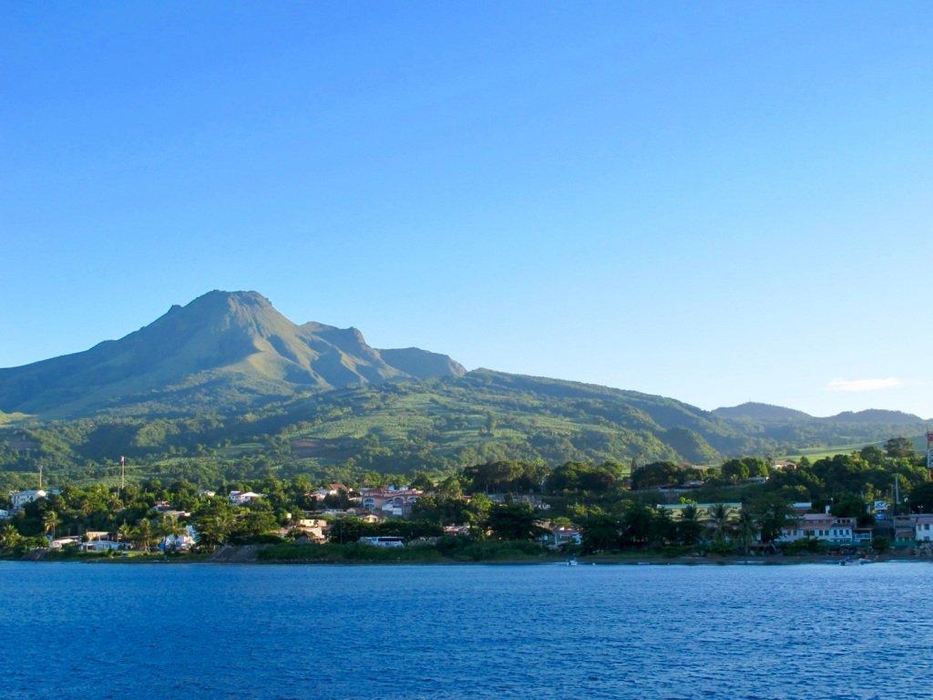 La montagne Pelé en Martinique vu de la mer