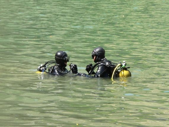 Plonger hors structure est possible lorsque l'on est bien préparé comme ces deux plongeurs.