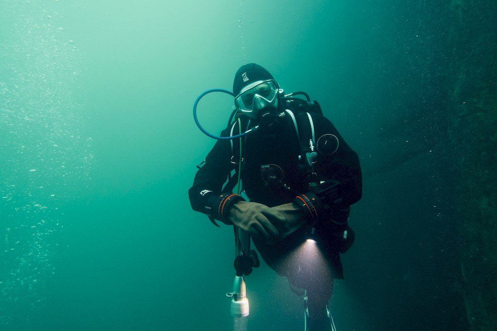 Hélène en plongée à Vodecée en Belgique