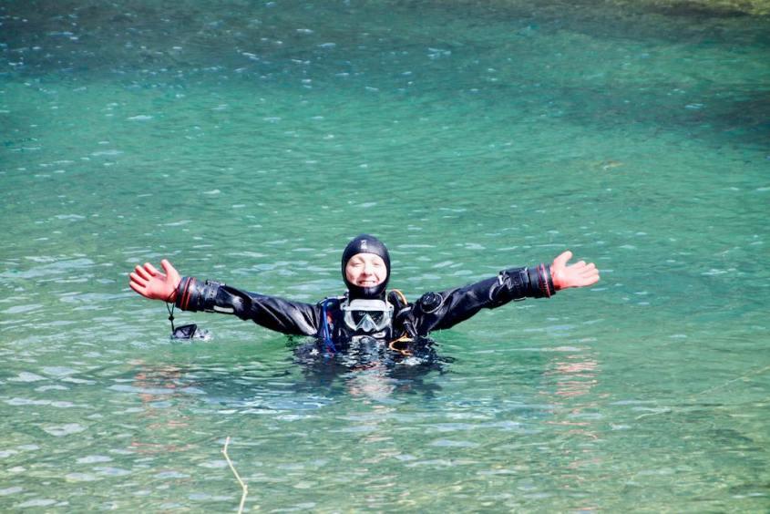 Hélène en fin de plongée dans la carrière de Floreffe