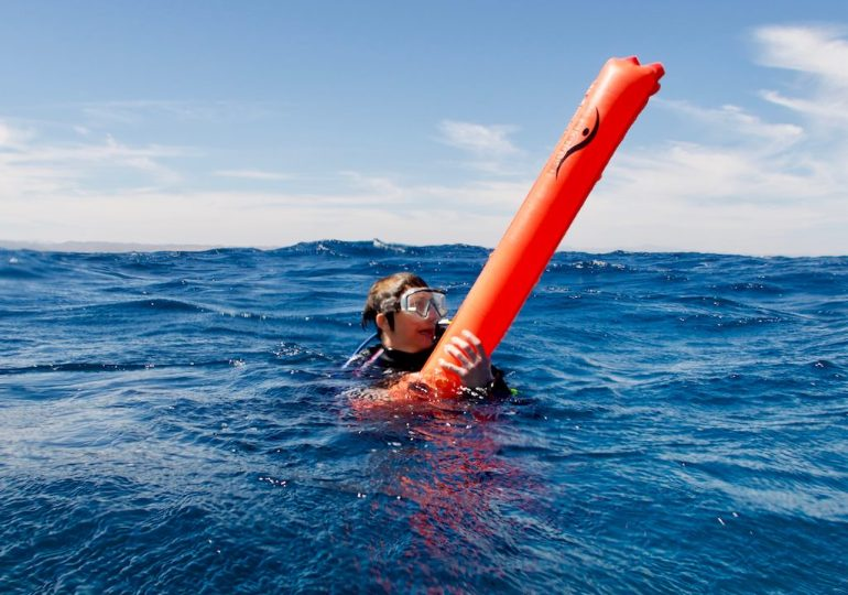 Lost in the ocean : when the boat is no longer there