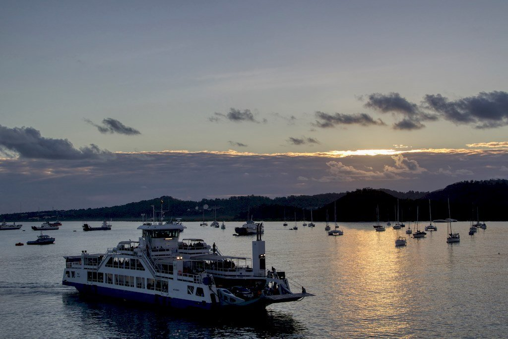 Pour aller plonger à Mayotte, il faut d'abord rejoindre Grande Terre en prenant le ferry