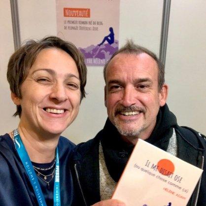 Fred Thibur et Hélène Adam avec un roman en main