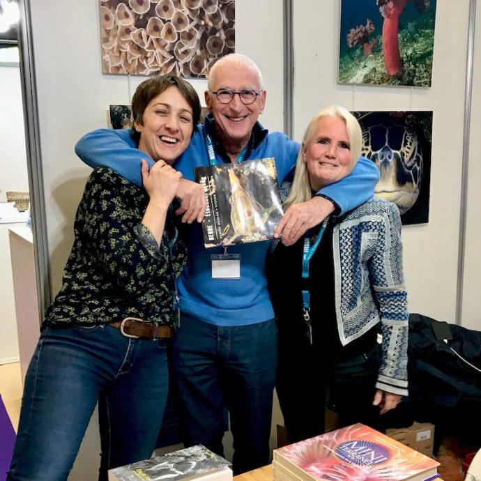 Hélène Adam, Steven Weinberg et Sabine Boulad au salon de la plongée