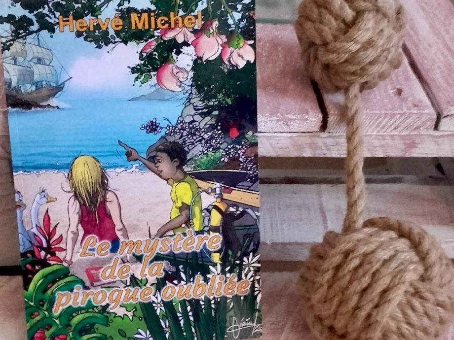 La couverture du livre le mystère de la pirogue engloutie