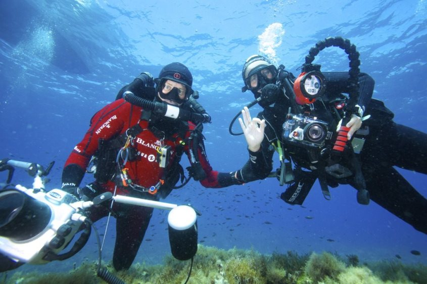 Stéphanie Floirat et Laurent Ballesta sous l'eau.