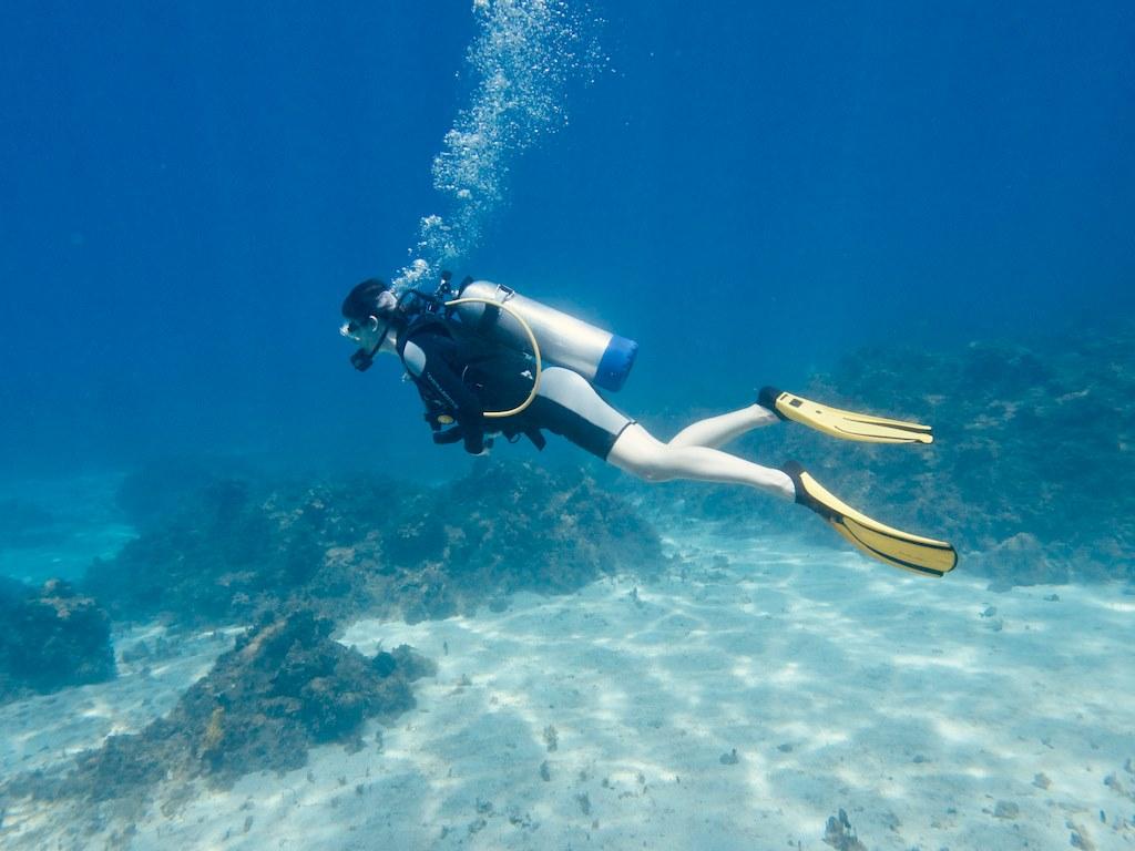 Plonger pendant ses règles freine certaines femmes à la pratique de la plongée.