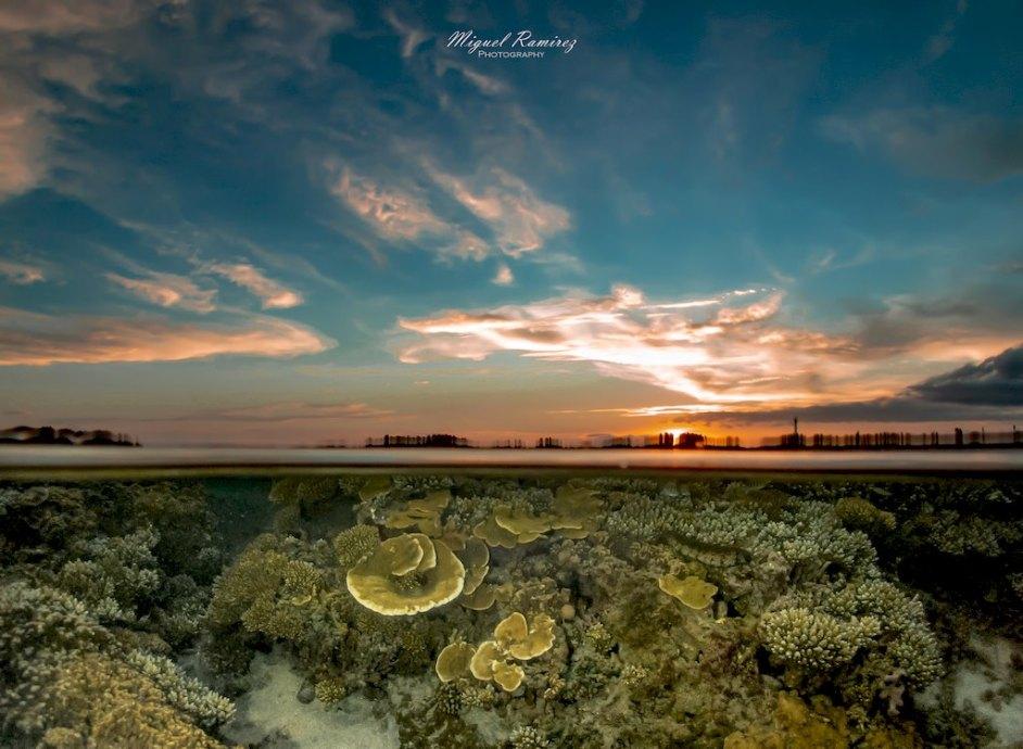 Ambiance mi-air, mi-eau du lagon capturé par Miguel Ramirez lors du Sunset.