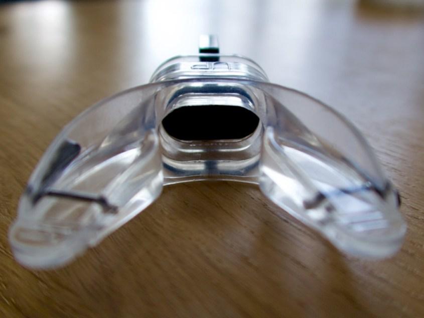Un embout anatomique thermoformable posé sur une table