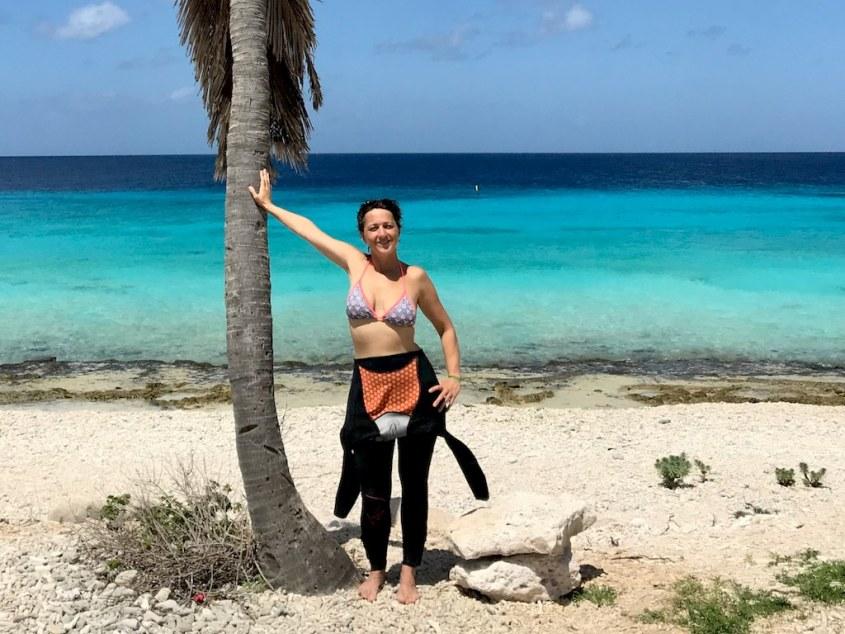 La combinaison NIXIE Ultra de BARE est parfaite pour les destinations chaudes comme ici pour Hélène qui la porte à Bonaire