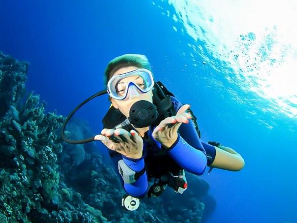 La plongée au féminin est aujourd'hui possible partout dans le monde comme pour cette plongeuse.