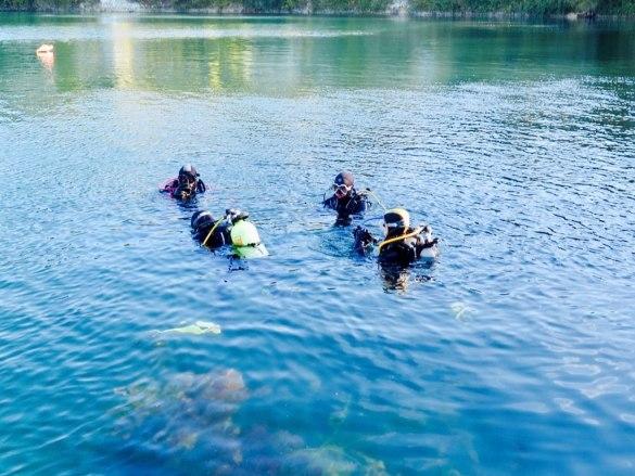 Apprendre la plongée de manière associative permet les rencontres entre plongeurs.