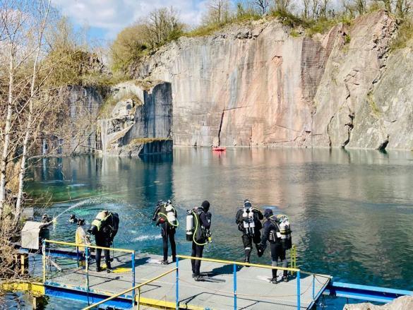 Vaccin de la Covid-19 et plongée doivent être envisagés avec prudence pour des plongées en toute sécurité comme pour ces plongeurs prêts à se mettre à l'eau