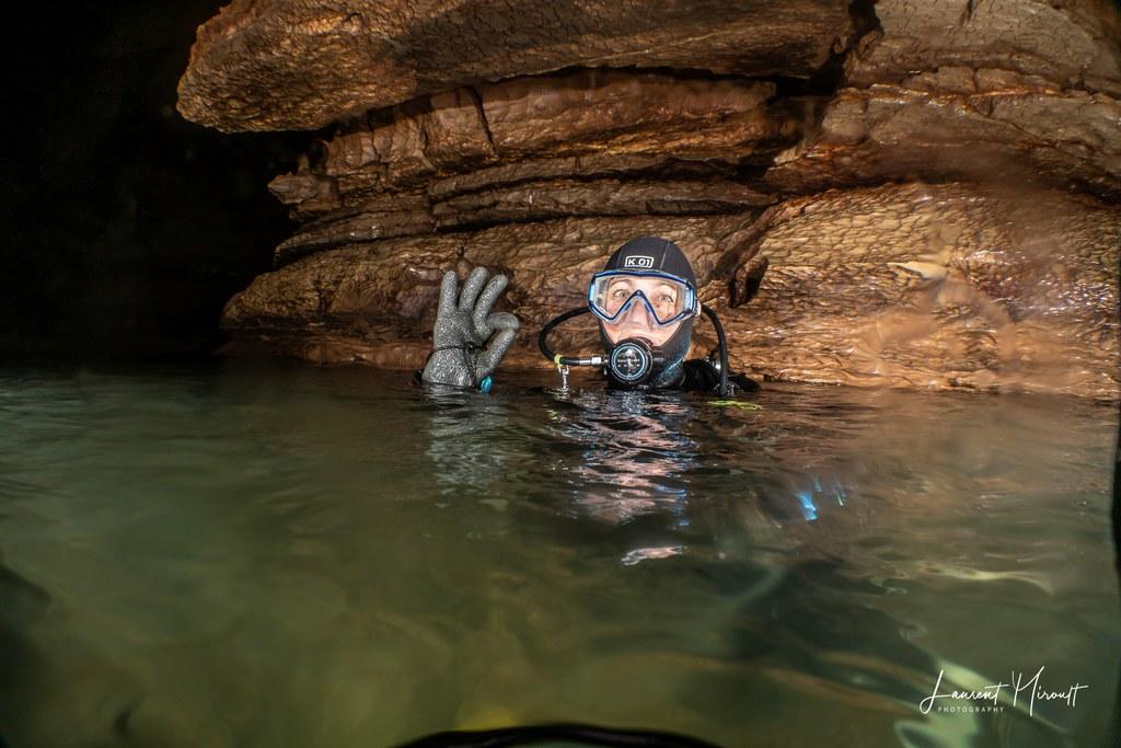 Hélène Adam en plongée spéléo dans le Lot.