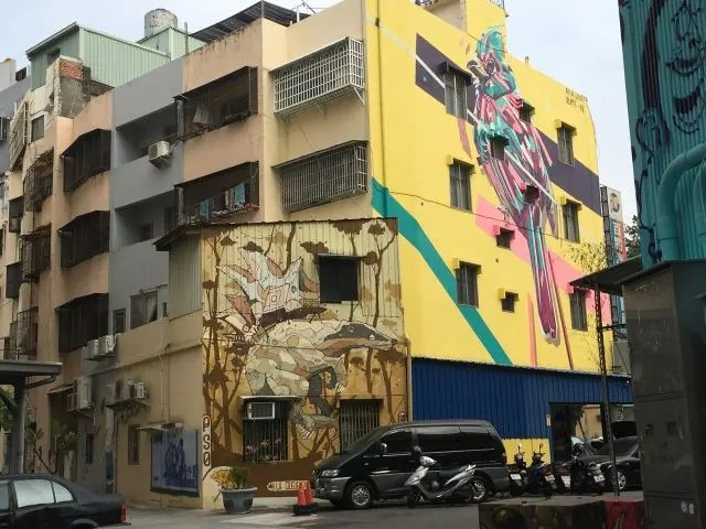 Large bird painted on a building