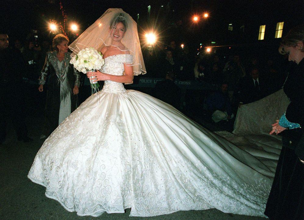 los 12 peores vestidos de novia de las famosas ¡el #9 es el más feo