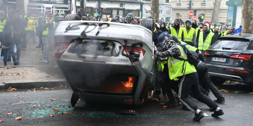 v 16 - 28 imágenes que muestran el drama de las protestas en Francia