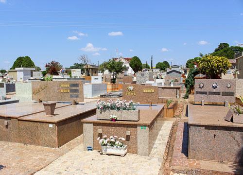Cemitério Municipal de Assis se prepara para o 'Dia de Finados'