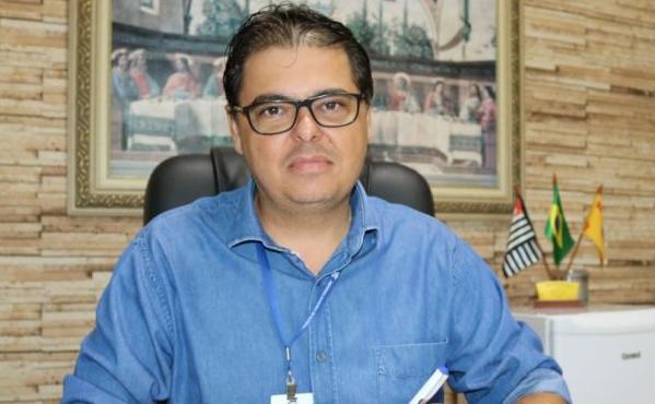 Como presente de Natal, prefeito 'Duda' entrega bônus para servidores públicos municipais de Florínea