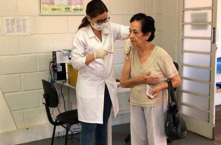 Vacinação contra a gripe atinge quase 100% da população idosa