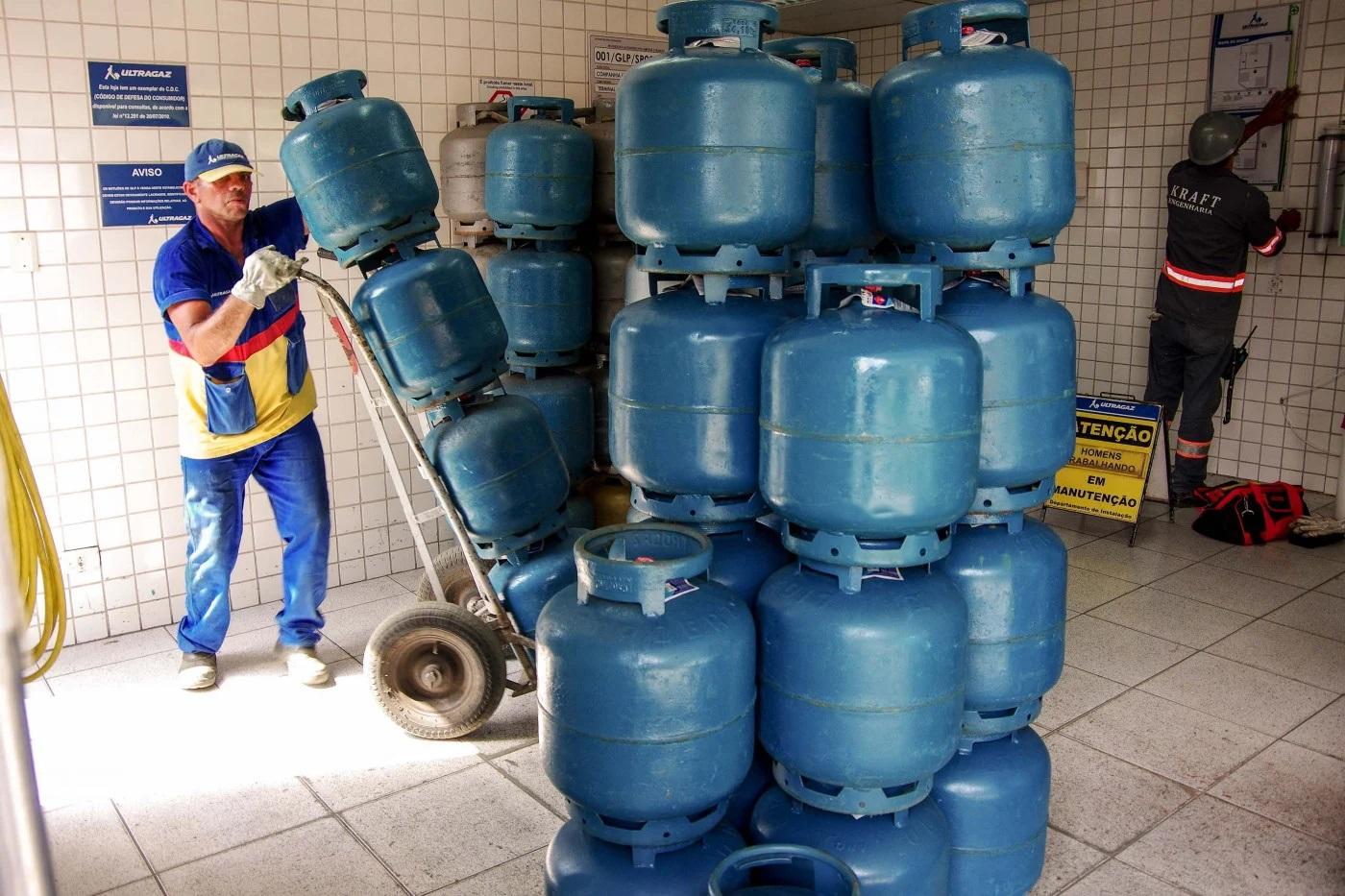 Procon entra em acordo com revendedores para limitar preço do botijão de gás