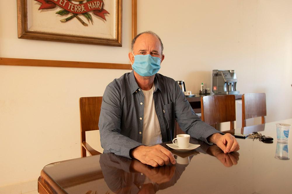 Prefeito José Fernandes está curado e retoma atividades