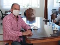 Médico faz nova avaliação no prefeito José Fernandes e decide pela internação