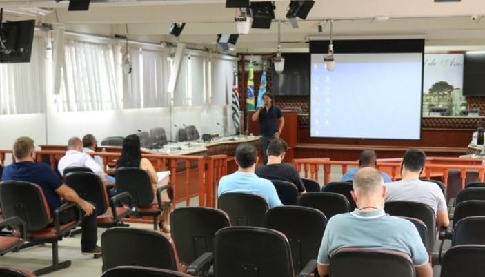 Fábio Nossack visita vereadores e apresenta Secretaria de Obras