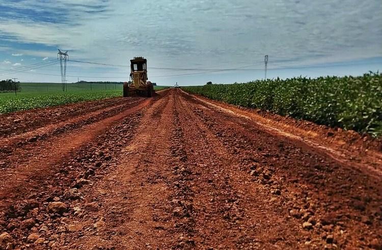 Prefeitura trabalha na recuperação de estradas rurais