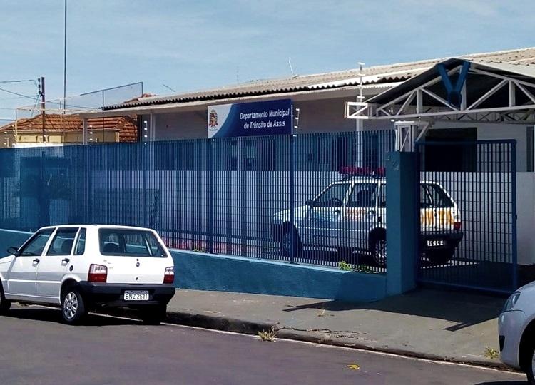Departamento de Trânsito realiza inspeção em vans escolares