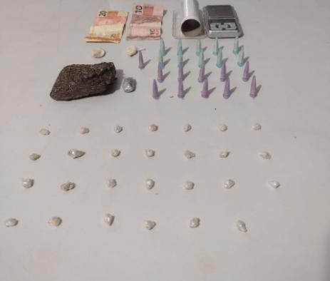 Homem é preso por tráfico de drogas no Jardim Santa Clara em Assis.