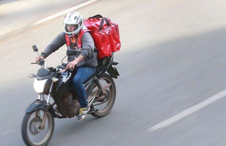 Aumento de entregas por delivery devido a pandemia alerta para conduta de motociclistas no trânsito