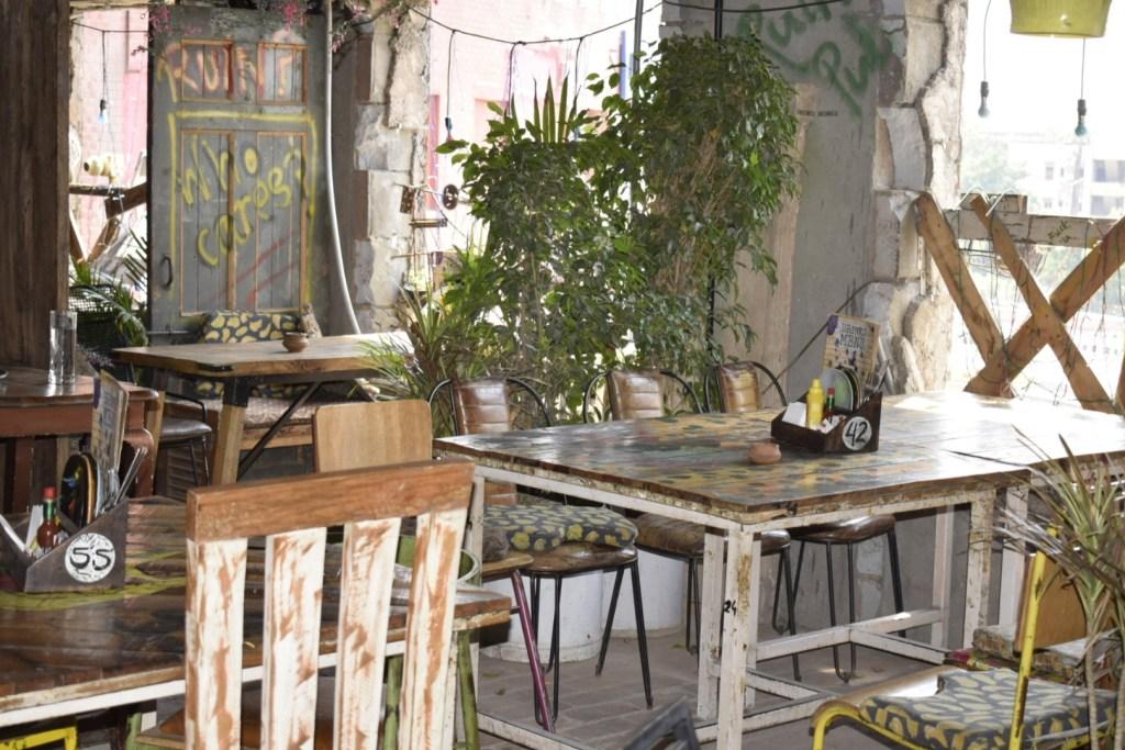 Imperfecto Ruin Pub - Ansal Plaza