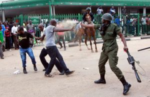 Police officer teargas a UPND cadre in Lusaka