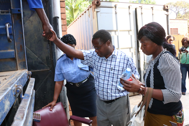 Moses Muteteka gets on Kasalanga truck at Lusaka's high court-Picture by Tenson Mkhala