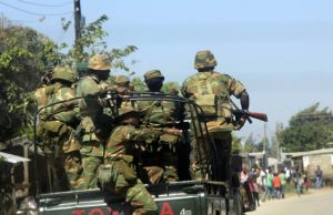 Zambia Army in Kanyama during looting-picture by Tenson Mkhala