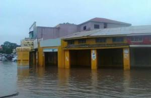 Floods in Lusaka's Kamwala trading area due to lack of drainage on January 19, 2016.