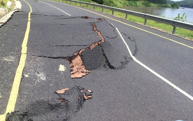 the road collapsed due to heavy rains in Lungwa