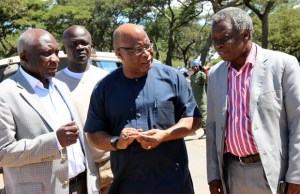 l-r: ADD leader Charles Milupi, Nerves Mumba and Mike Mulongoti at Lilayi turn off after by police office from following Hichilema-picture by Tenson Mkhala